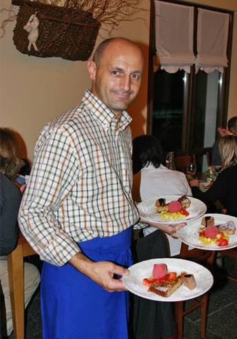 Gianluigi met desserts in Agriturismo Lago Wellness
