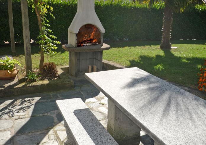 Bbq in de tuin van villa Tschuetta