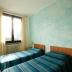 Slaapkamer met twee bedden