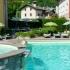 Zwembad en jacuzzi bij Residence Colombo