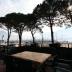 Het terras met uitzicht op de haven van Gera Lario en het Comomeer