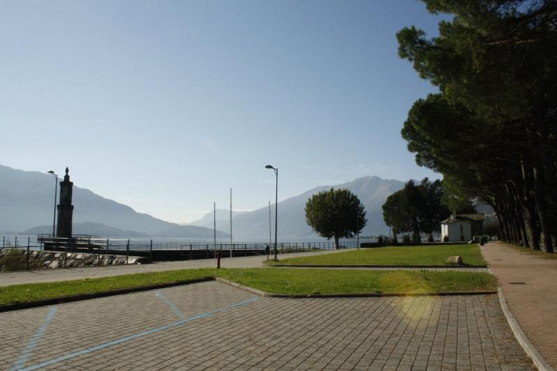 Boulevard bij de haven van Gera Lario