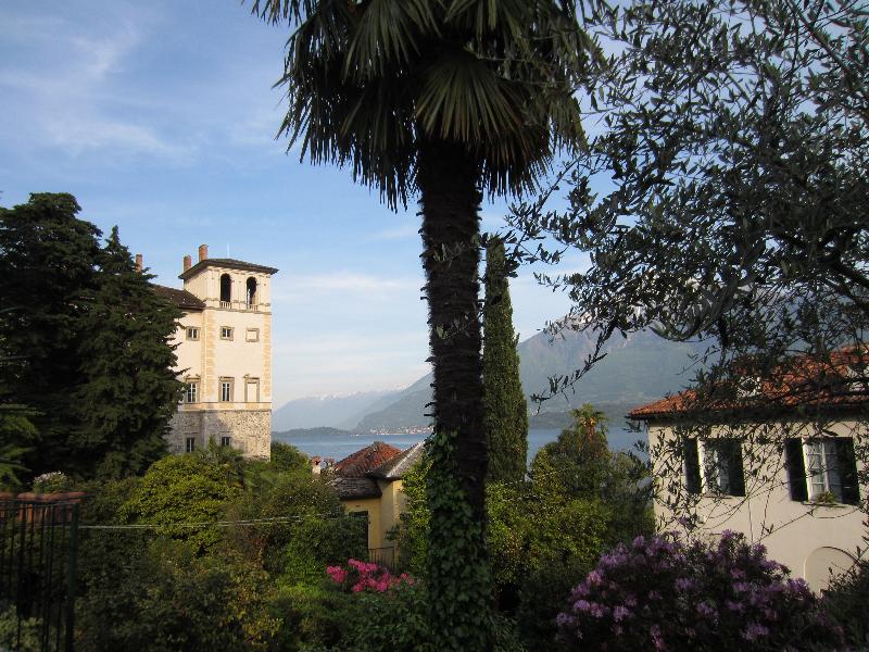 Palazzo Gallio in Gravedona met het Comomeer op de achtergrond