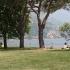 Picknicken op het grasveld aan het Comomeer in Gravedona
